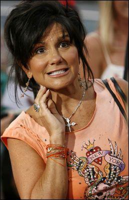 AVSLØRENDE: Lynne Spears skriver svært utleverende om livet som moren til Britney Spears. Foto: AP