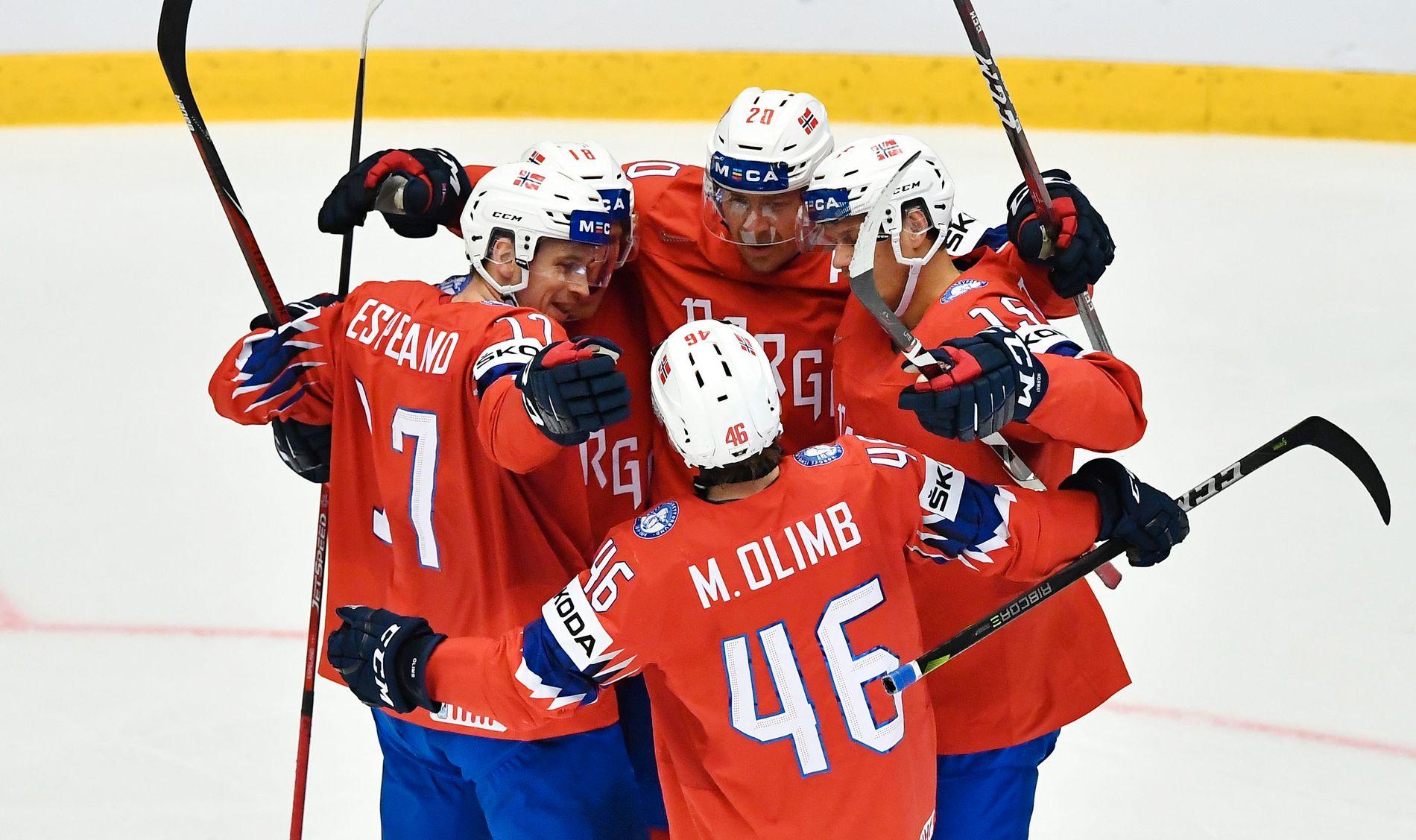 LETTELSE: Ishockeylandslaget jubler etter Tobias Lindströms 1–0 scoring mot Sør-Korea i første periodes 14. spilleminutt.
