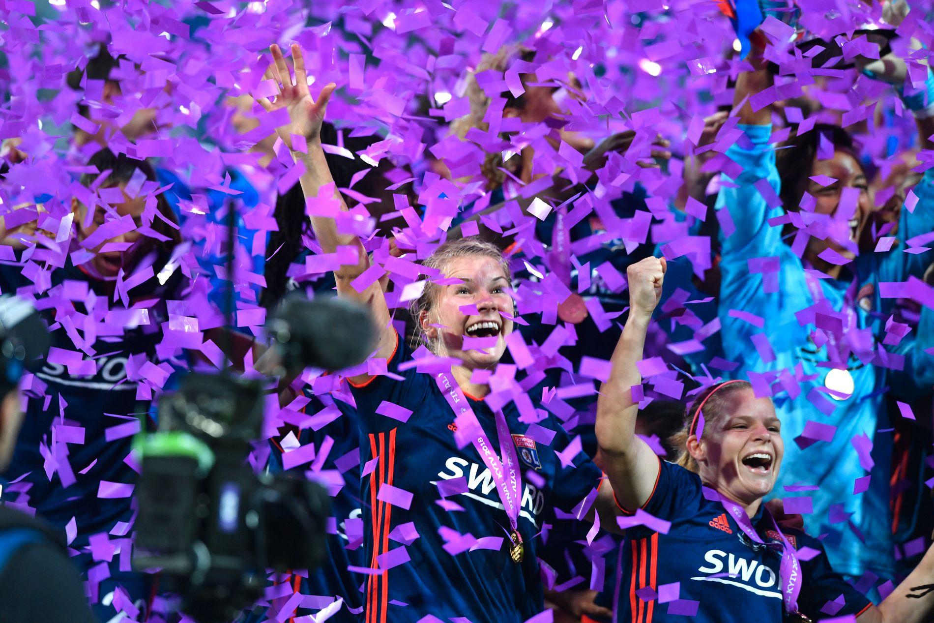 INTERNASJONAL SUKSESS: Her, på tampen av forrige sesong, jubler Ada Hegerberg for én av sine tre Champions League-trofeer. Finalemotstander var Caroline Graham Hansens Wolfsburg.