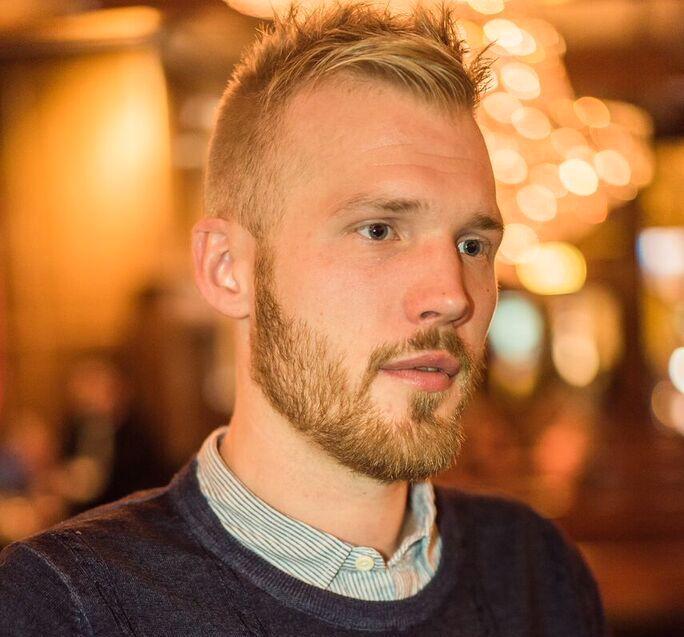 BRØT UT: – Det er på tide at den sittende regjering forbyr demonutdrivelser og iverksetter tiltak for å stoppe rettighetsbruddmot barn i trossamfunn, skriver Anders Torp. Som 19-åring brøt han ut av livet i menigheten hans far Jan-Aage Torp styrte.