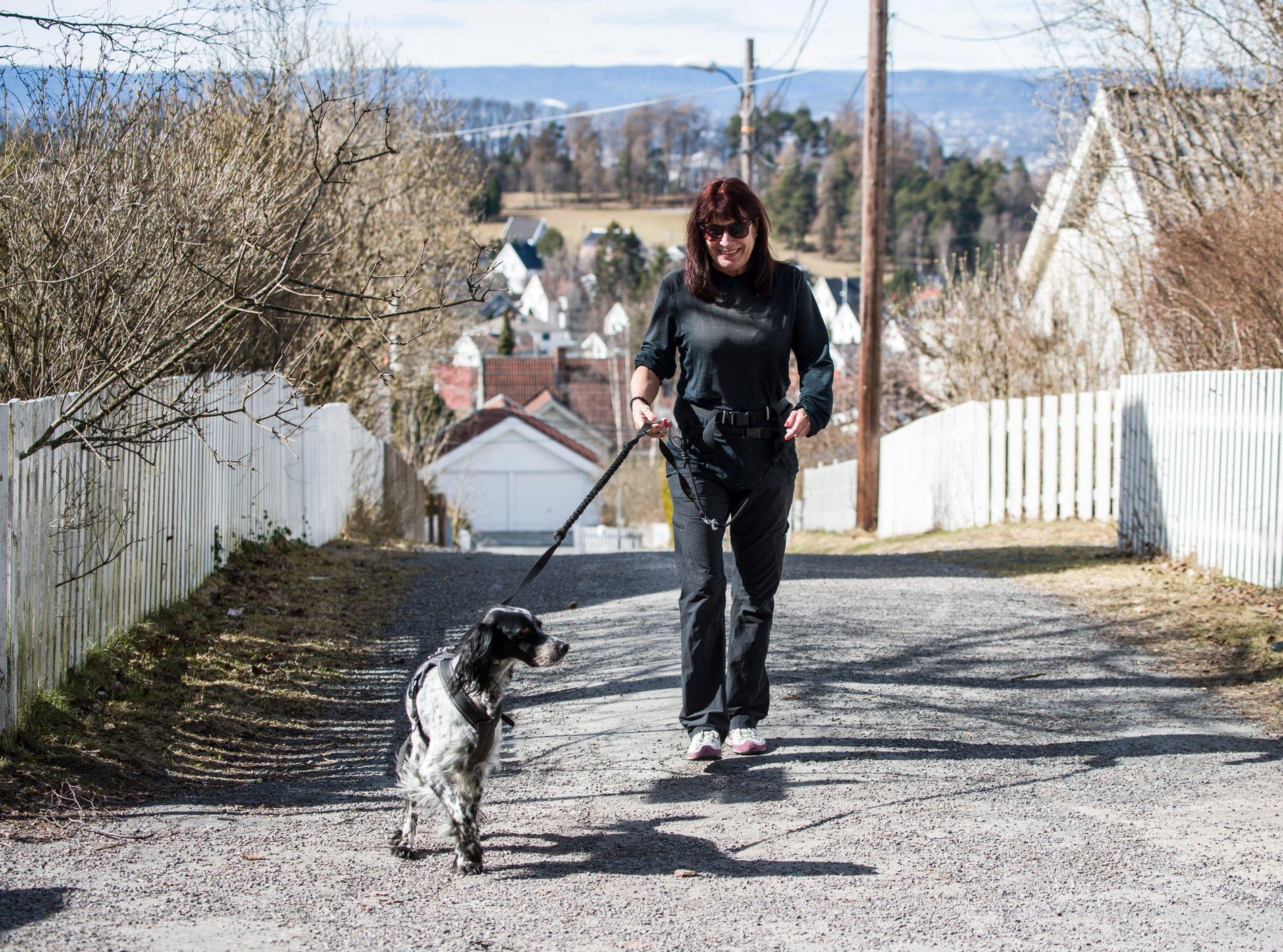 GOLSFJELLET: Karin Larsen (57) reiser lørdag til Golsfjellet sammen med samboeren og hunden Happy. Men de siste dagene i påsken skal de være hjemme på Godlia i Oslo. FOTO: TORE KRISTIANSEN, VG