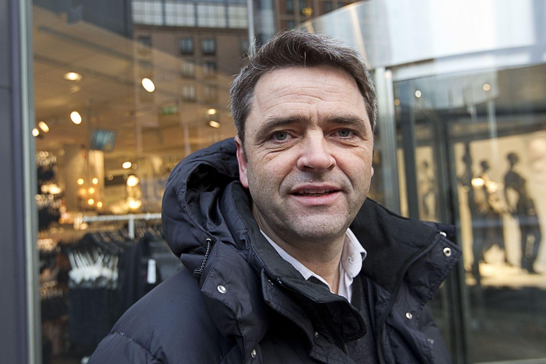 KRITISK: Forbrukerøkonom og programleder Magne Gundersen mener Bank Norwegian har gitt E24 et lån som er ødeleggende for økonomien.