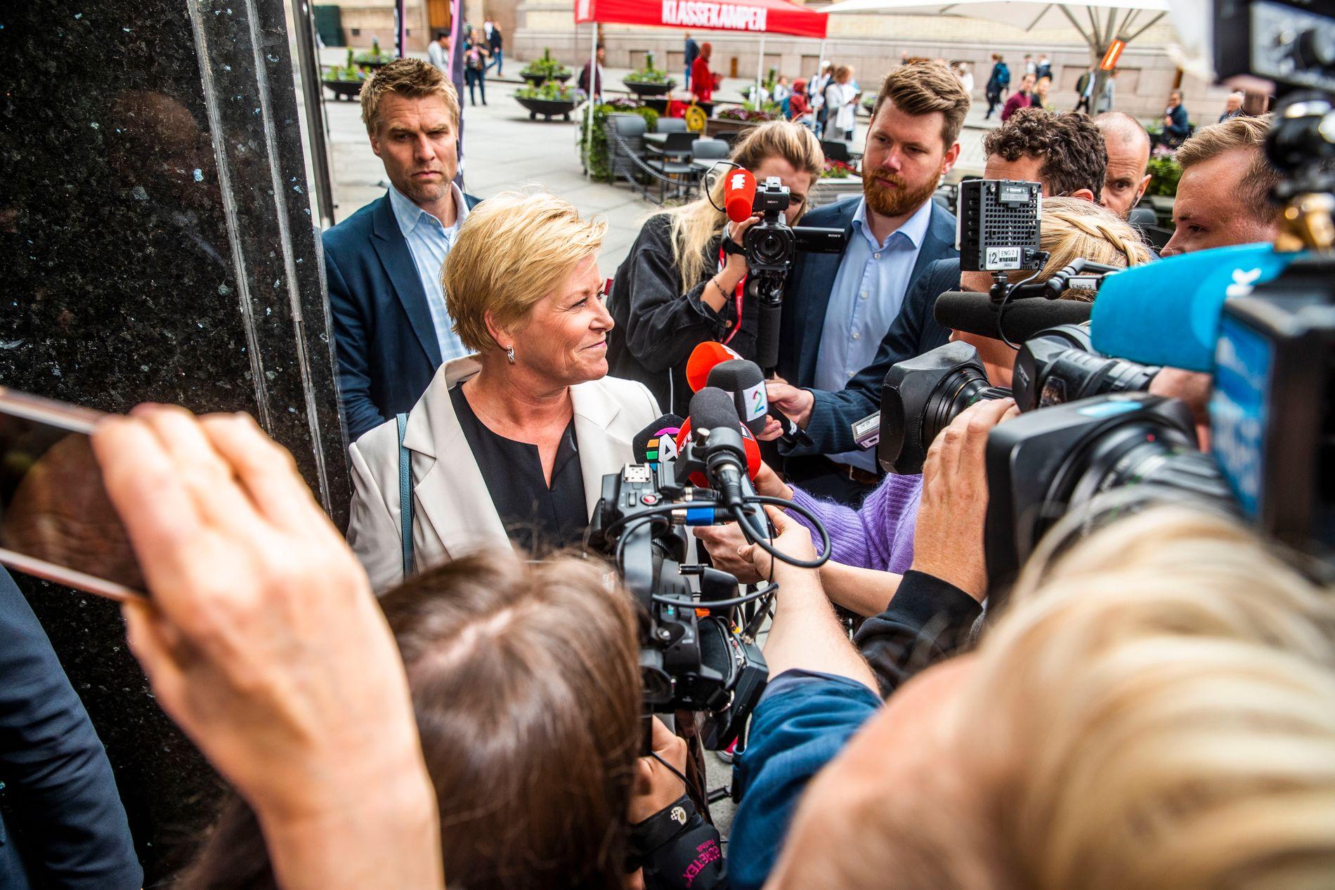 Fikk marsjordre: Frp-leder Siv Jensen forlot partiets ekstraordinære landsstyremøte forrige uke med klar beskjed om å levere flere bompengegjennomslag. Her er Jensen på vei inn til møtet.