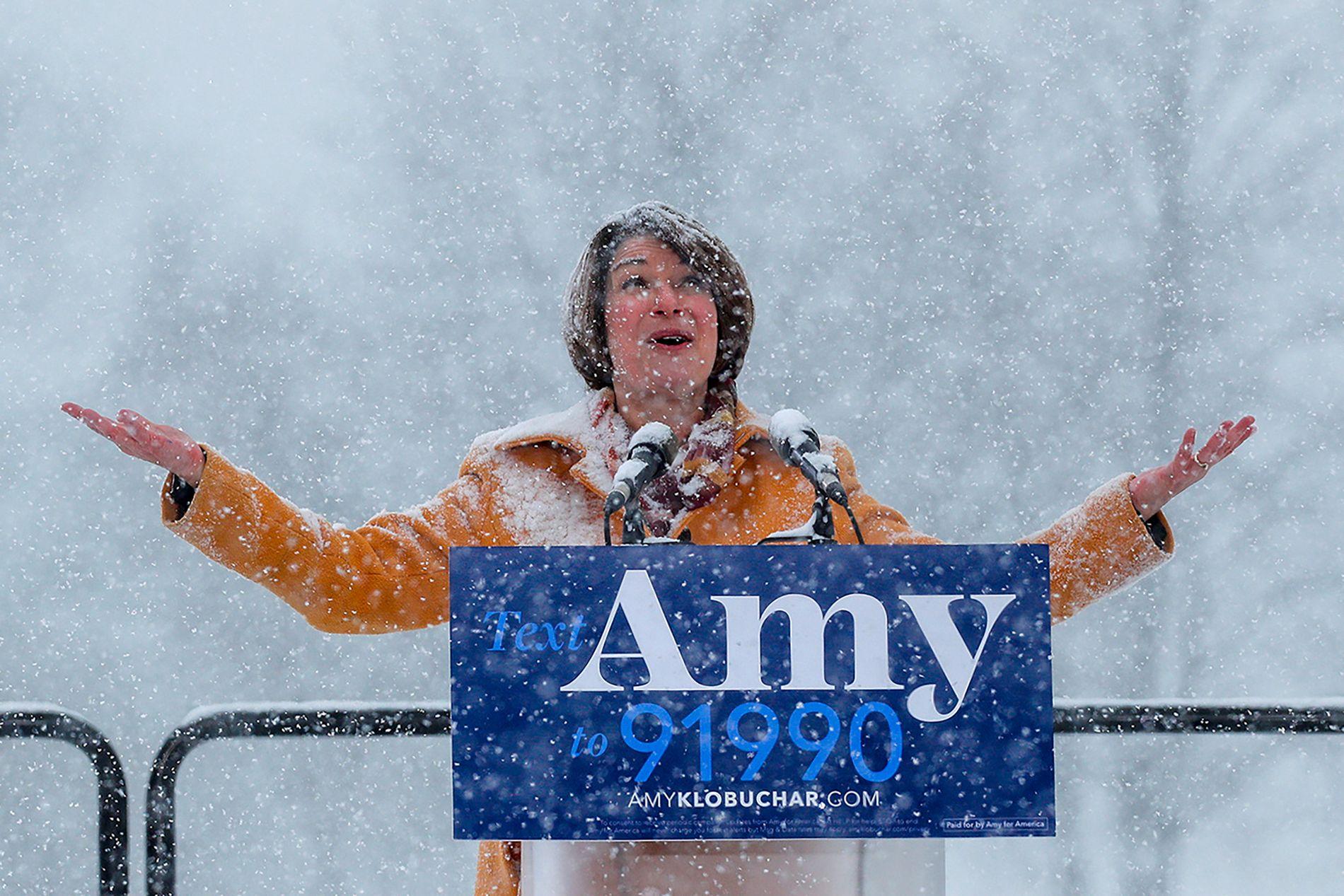 SNØKVINNE: Amy Klobuchar annonserte sitt kandidatur i et voldsomt snøvær i Minneapolis i februar.