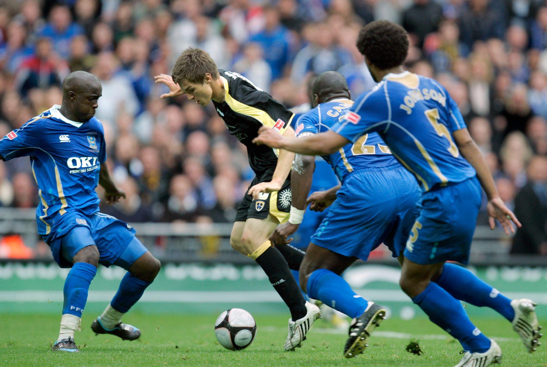 ETTERTRAKTET TENÅRING: Aaron Ramsey spilte FA-cupfinale som 17-åring for Cardiff i 2008. Her med ballen i duell med Lassana Diarra, Sol Campbell og Glen Johnson.