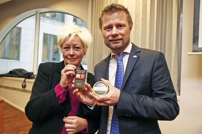 Generalsekretær i Kreftforeningen og helseminister Bent Høie er enige om at forpakninger på røyk og snus appellerer for mye til barn og unge.