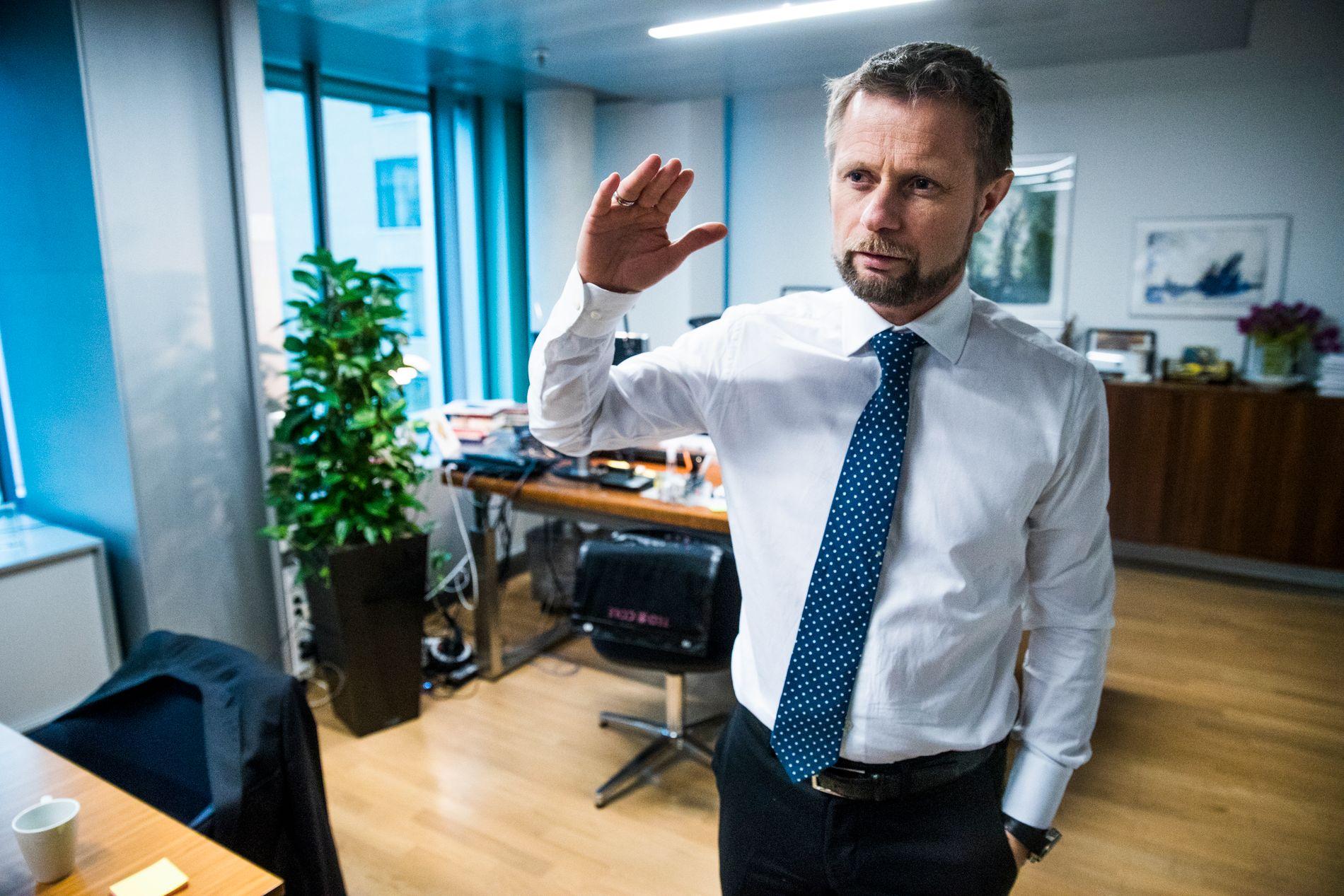 KRITISK: Helse- og omsorgsminister Bent Høie (H) krever endringer i tvangsbruk ved norske sykehus.