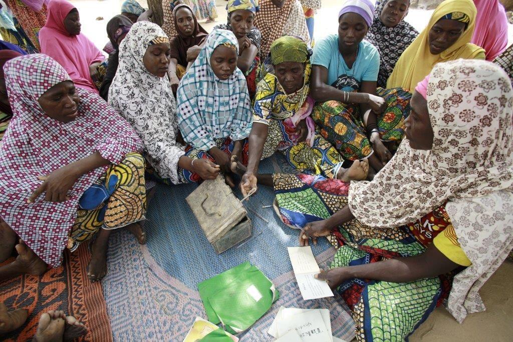 SPARER OG LÅNER: Millioner av kvinner verden over har kommet seg ut av fattigdom, takket være «Moiras metode», spare- og lånegrupper utviklet av Moira Eknes.