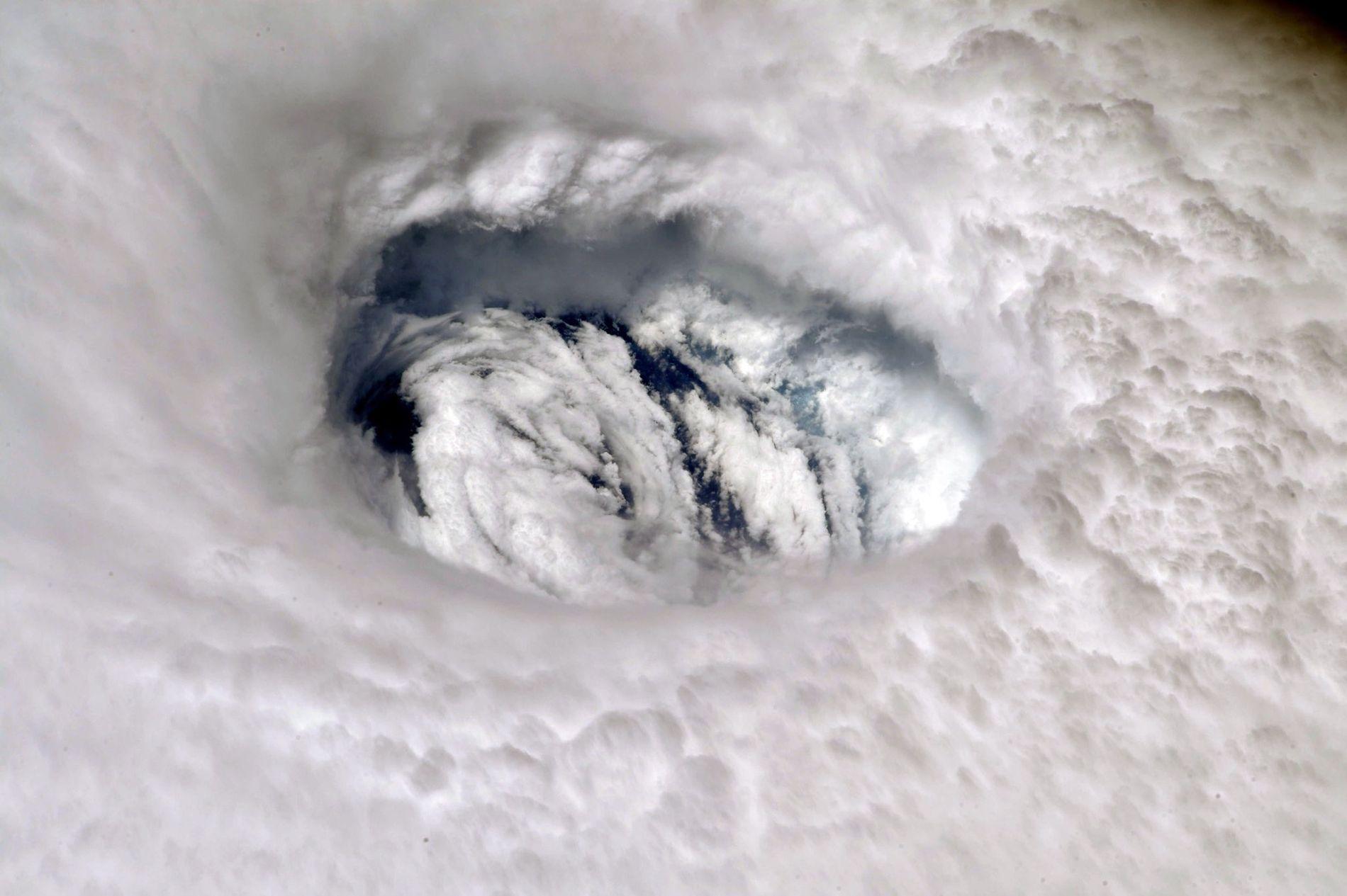 DORIAN: Astronatut Nick Hague tok dette bildet av orkanens øye fra Den internasjonale romstasjonen, ISS, mandag.
