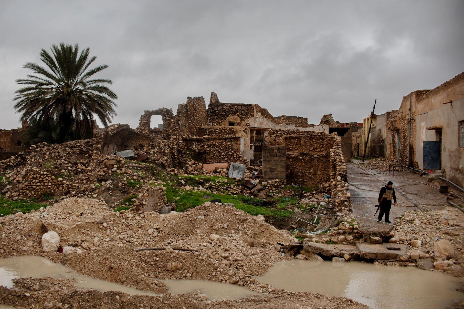 SINJAR: Slik ser det ut i gamlebyen i Sinjar by. Jesidienes hjemplasser ligger i stor grad i ruiner, og flere hus er fortsatt minelagte etter IS.