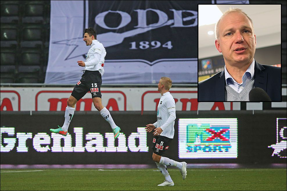 HJEMMESEIER: Odds Elbasan Rashani og Thomas Grøgaard jubler under eliteseriekampen mellom Odd og Molde. Innfelt er Odd-trener Dag Eiliv Fagermo. Foto: Scanpix