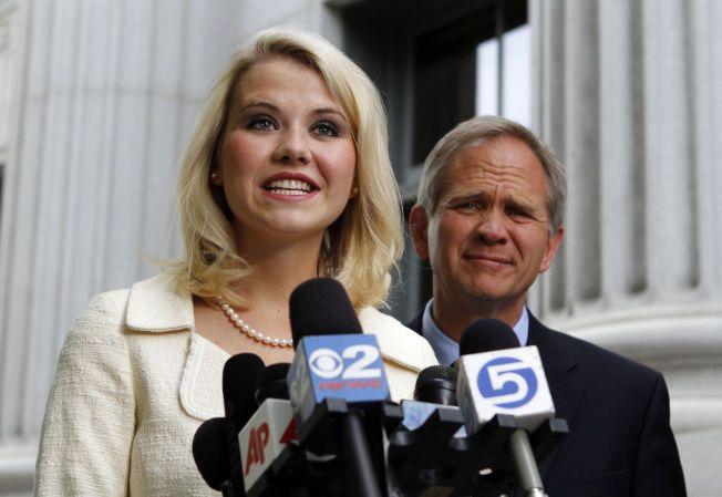 FAR OG DATTER: Elizabeth Smart og faren ed Smart på en pressekonferanse i 2011.