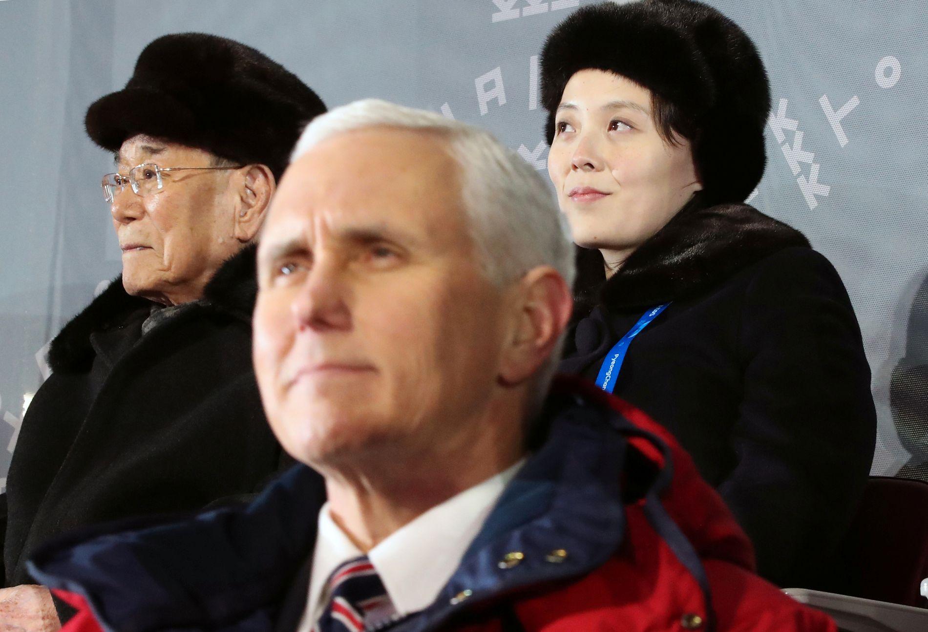 KJØLIG: Både gradestokken og forholdet mellom USA og Nord-Korea har vært kjølig i flere år. Men på tribunen under OLs åpningsseremoni sto USAs visepresident Mike Pence og Kim Jon Uns søster Kim Yo Jong ved siden av hverandre.