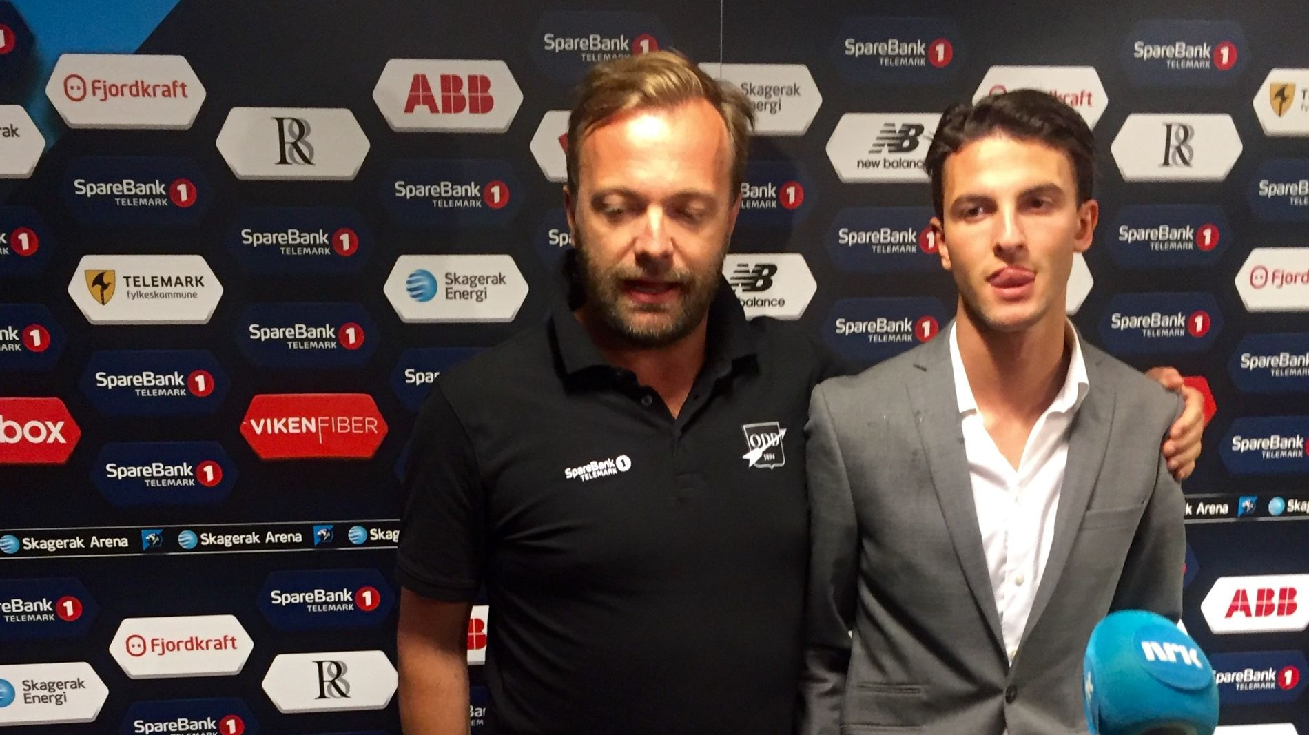 KLAR: Rafik Zekhnini (19) er klar for Serie A og Fiorentina. Her sammen med Odd-leder Einar Håndlykken etter kampen mot Viking søndag kveld.