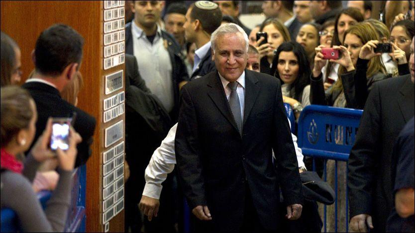 DØMT: Moshe Katzav ble torsdag dømt for blant annet voldtekt og seksuell trakassering. Foto: AFP