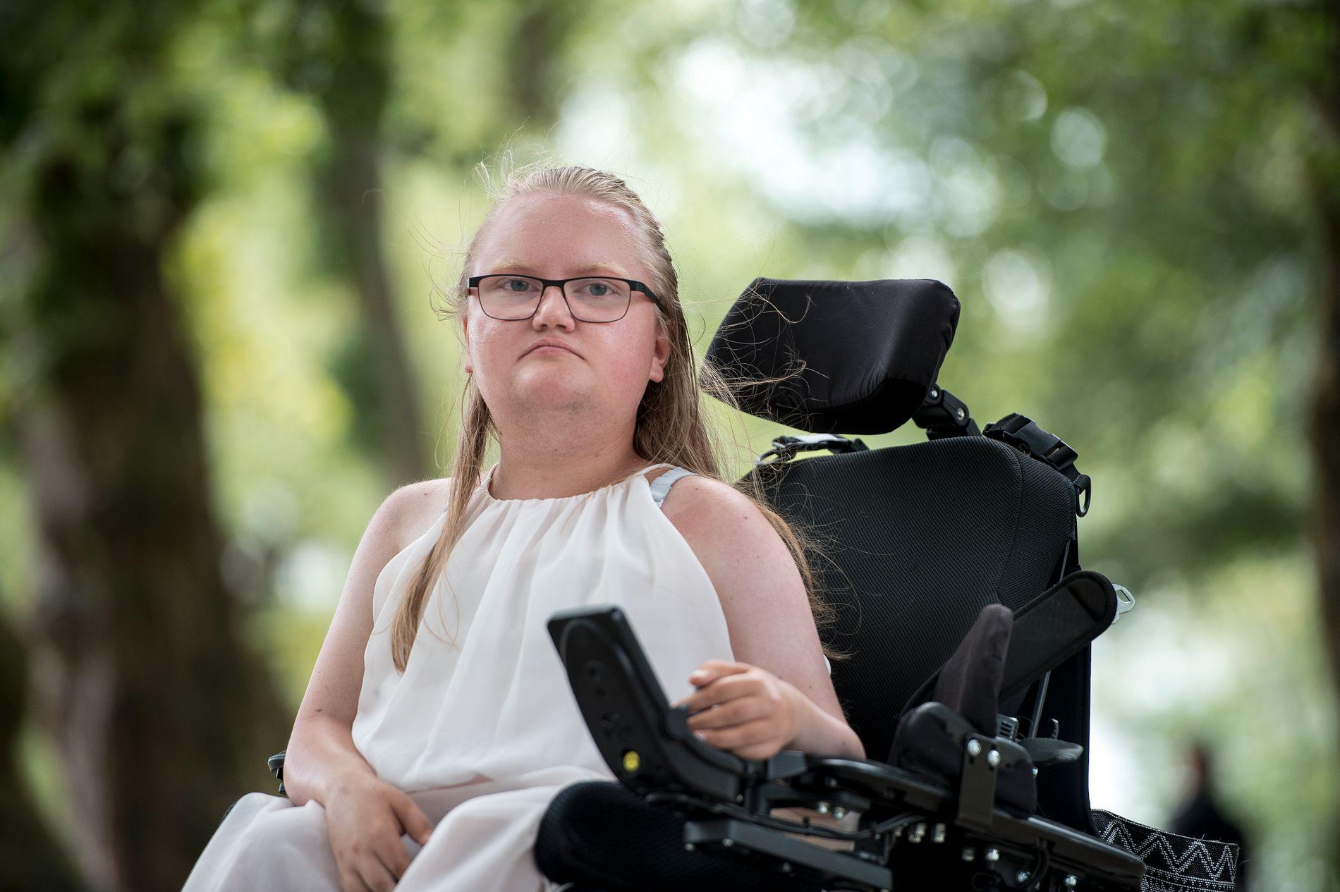 VIL JOBBE: Gun Marie Sand sitter i rullestol, men det betyr ikke at hun ikke er i stand til å jobbe. Likevel sliter hun med å få lærlingplass slik at hun kan ta fagbrevet sitt.