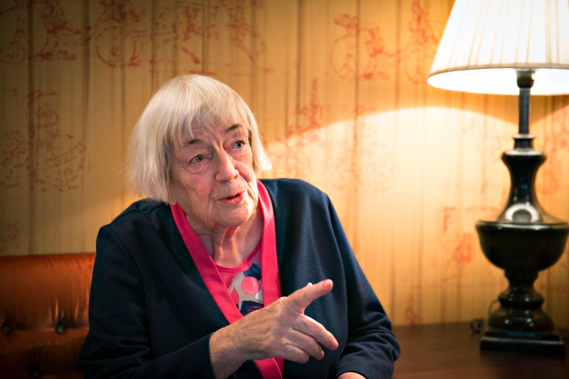 HEDRET FORFATTER: Margit Sandemo, her fotografert da hun fikk Kongens fortjenstmedalje i 2014.