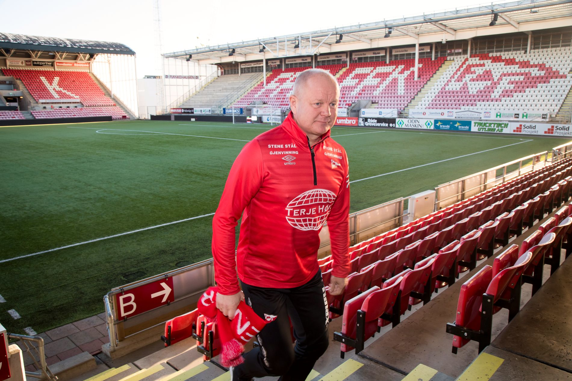 HAR FJERNET FRYKTEN: Per-Mathias Høgmo har jobbet mye med det mentale etter at han overtok Fredrikstad. 58-åringen tror at frykten for å tape lenge var større enn gleden over å vinne i FFK. – Jeg registrerer at det er snudd nå og at vi gleder oss til kampene, sier Høgmo.