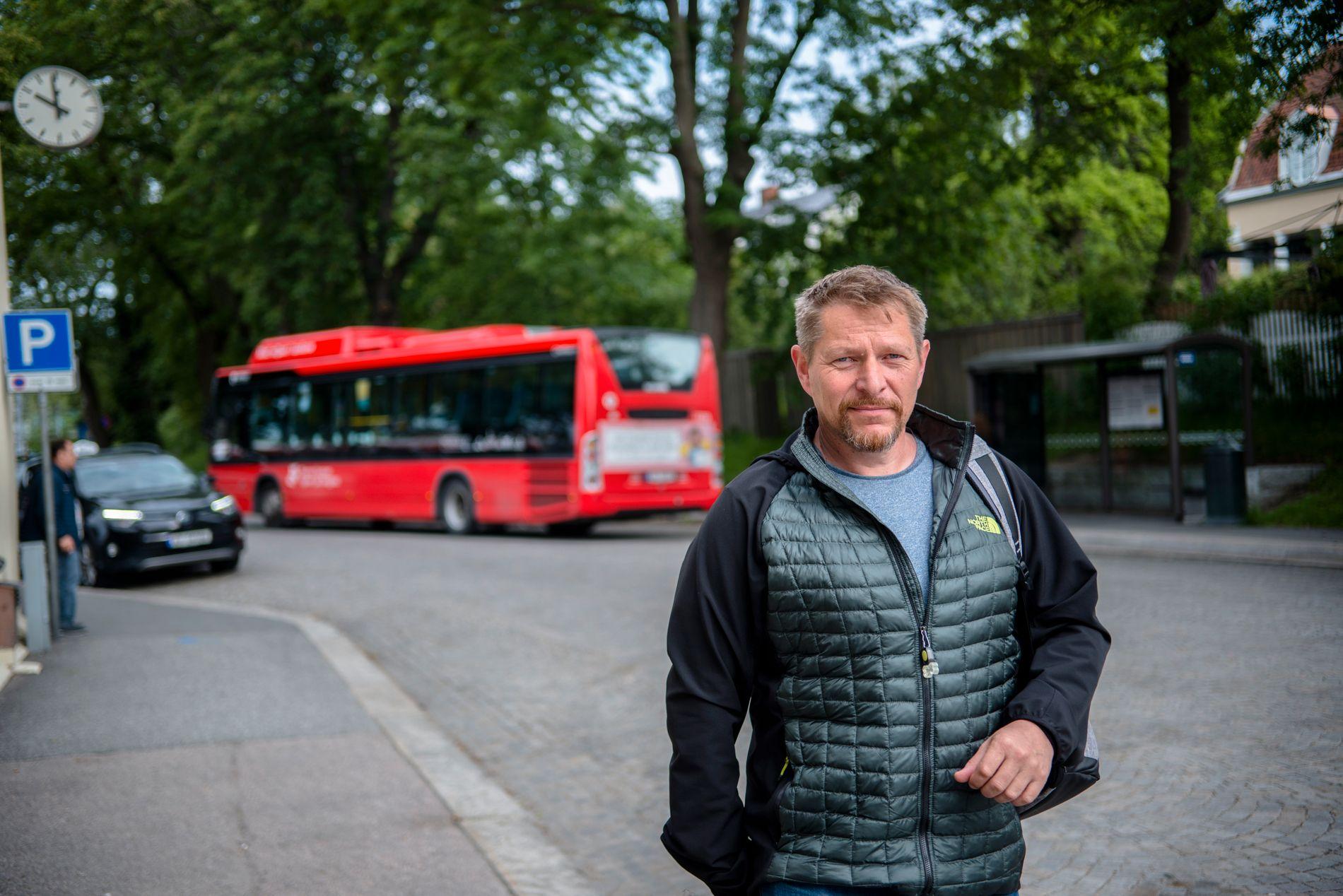 TAR 20-BUSSEN: Rune Larsen pleier å tilpasse planene etter bussrutene. Nå gleder han seg til å være litt mer fleksibel.