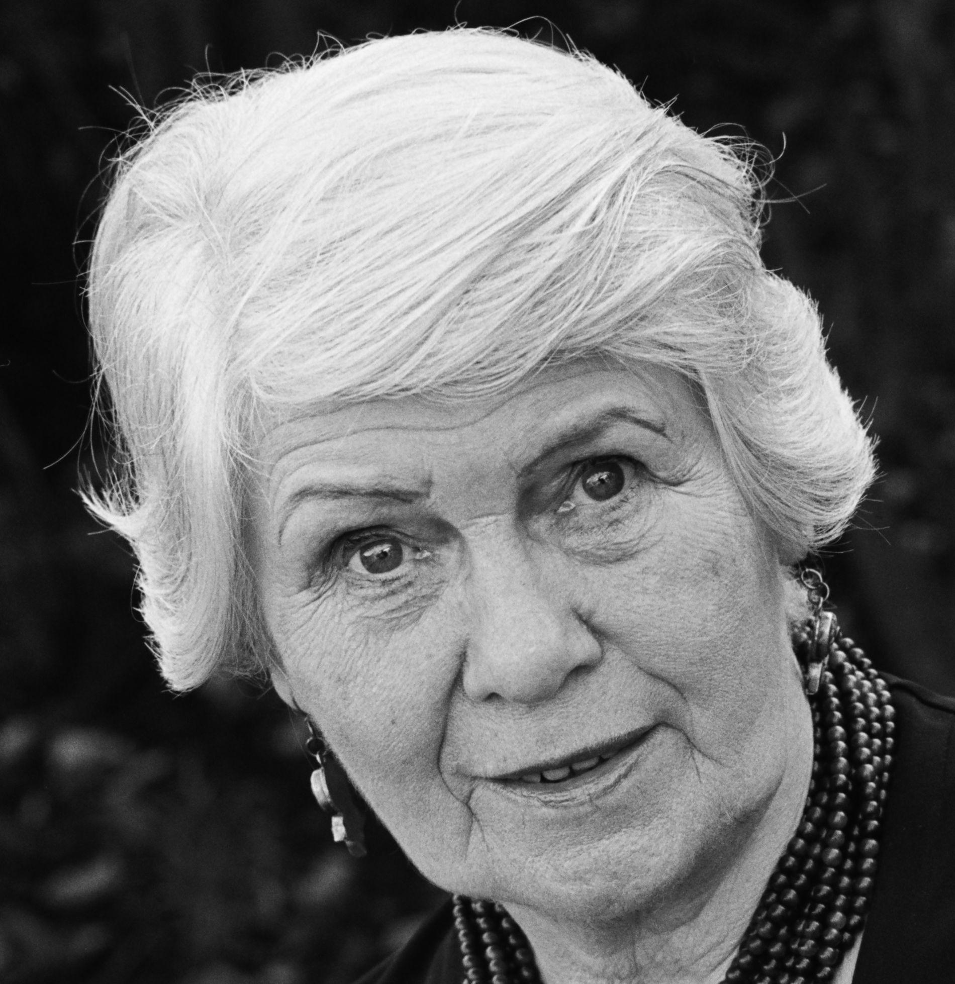 BLIR 90 ÅR I JULI: Jane Gardam er blitt beskrevet som Englands beste ukjente forfatter. Nå er hennes kritikerroste serie om sir Edward Feathers ute på norsk.
