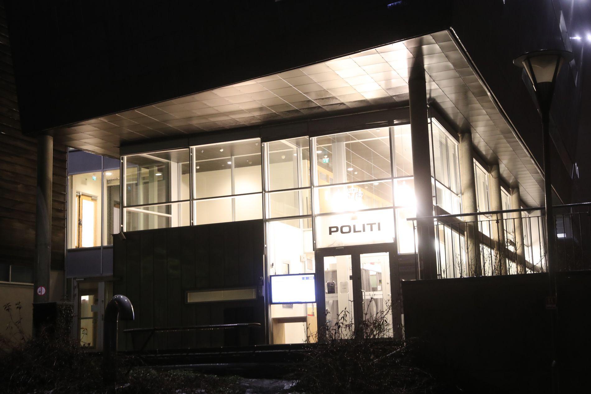 POLITIHUSET: Det var her på Follo politistasjon i Ski i Akershus at politiet fant en pakke som det torsdag ble bekreftet at inneholdt en bombe.