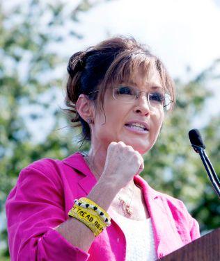 TALTE: Tidligere Alaska-guvernør Sarah Palin deltok i protesten.