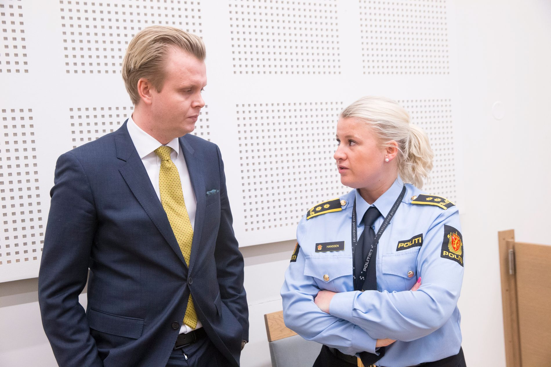 Bistandsadvokat Bendik Støen Thoresen og politiadvokat Trine Hanssen under den første fengslingen på Gjøvik tinghus. Etterforskningen er nå avsluttet.