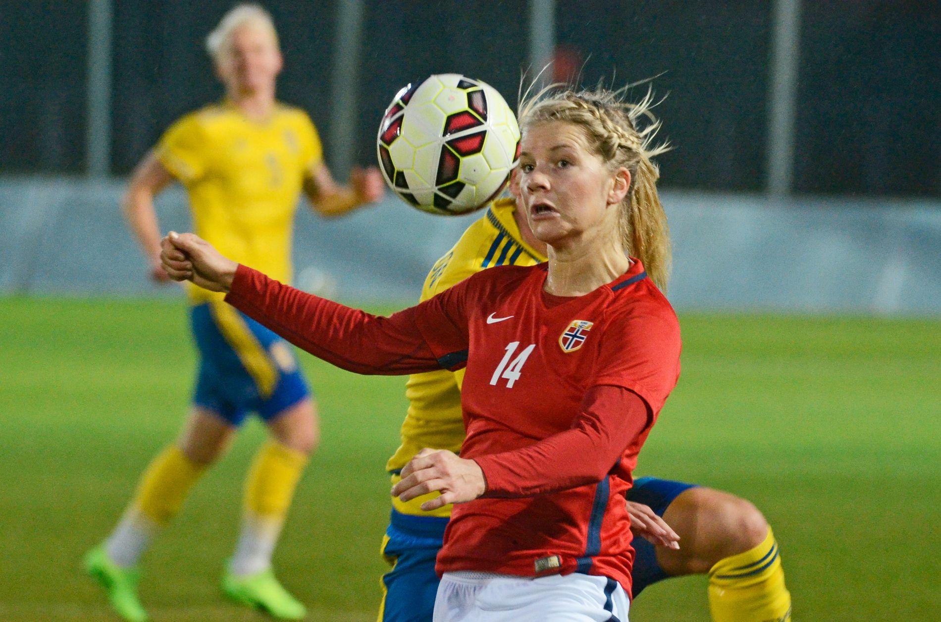 BLIR IKKE GJENSYN: Ada Hegerberg i aksjon for Norge mot Sverige i La Manga i januar 2017. Hun åpner ikke for landslagsspill igjen.