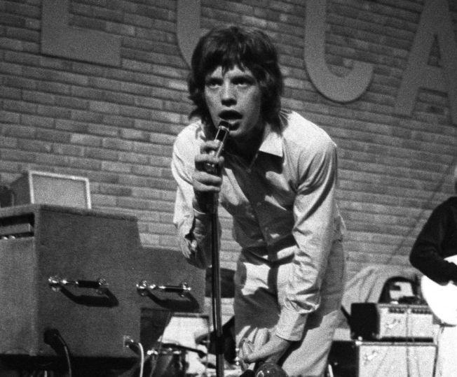 FØRSTE GANG I NORGE: Mick Jagger og resten av Rolling Stones skapte kaos da de holdt  konsert i den gamle messehallen på Sjølyst i Oslo.