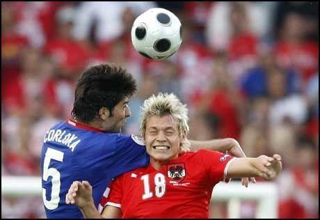 SALGSOBJEKT: HamKams Roman Kienast kobles til FC Red Bull Salzburg. Her under kampen mot Kroatia. Foto: AP
