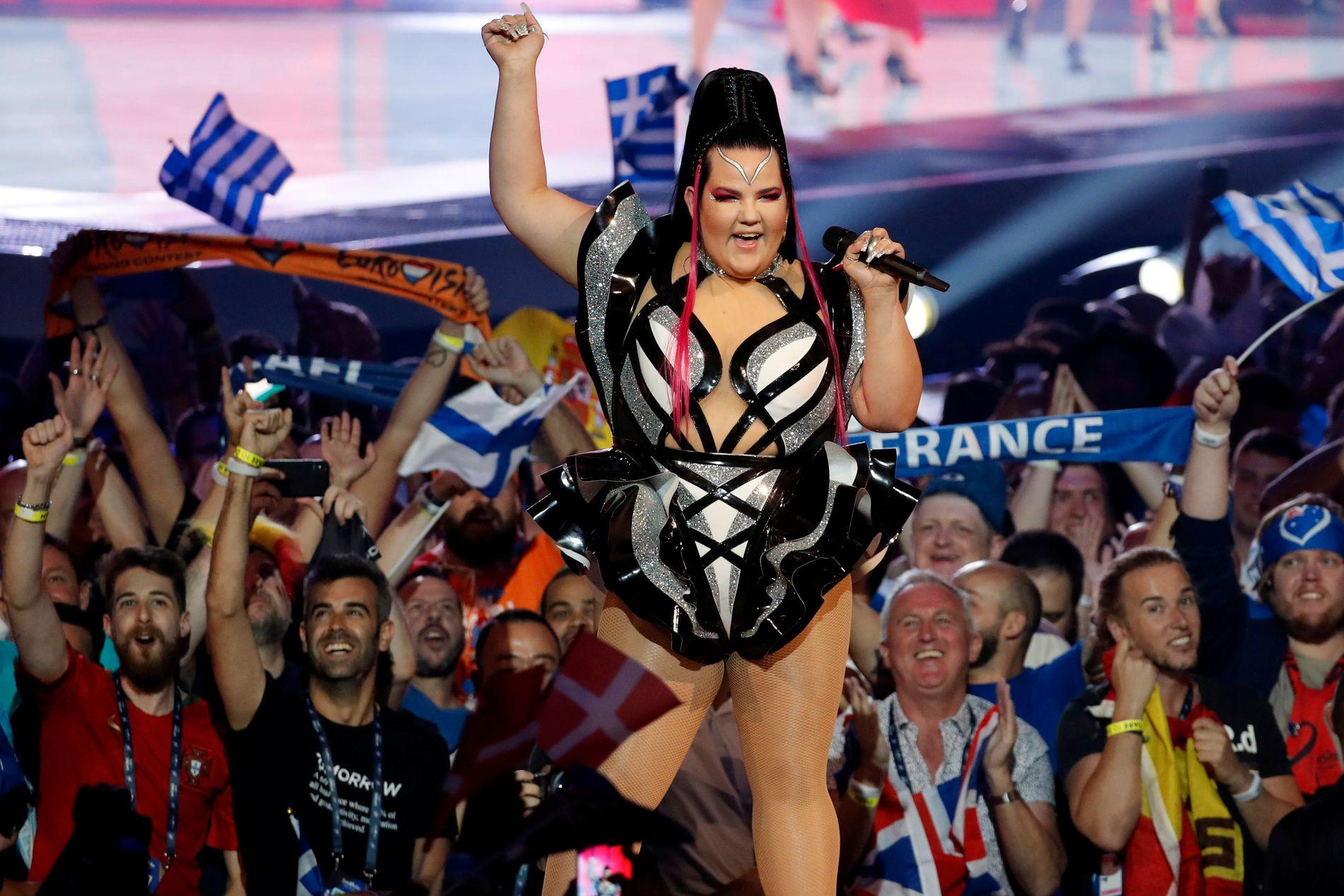 STARTET BALLET: Fjorårsvinner Netta Barzilai opptrådte i innledningen av første semifinale.