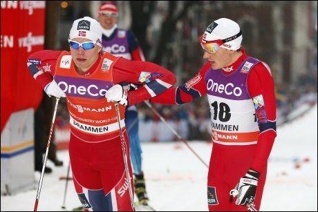 UFLAKS: Eirik Brandsdal (t.v.) ble felt av Finn Hågen Krogh i semifinalen. Dermed røk muligheten til finaleplass og mange verdenscuppoeng. Ledelsen i sprintverdenscupen forsvant også for Brandsdal. Krogh er borte og forsøker å si unnskyld etter målgang. Foto: NTB SCANPIX