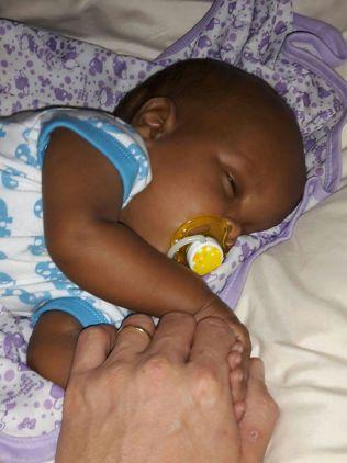 LIVSTRUENDE SYK: Ismail Taranger ble født med vannhode og har tross sin unge alder allerede gjennomgått to store operasjoner. Legene mener han er avhengig av livslang oppfølging.