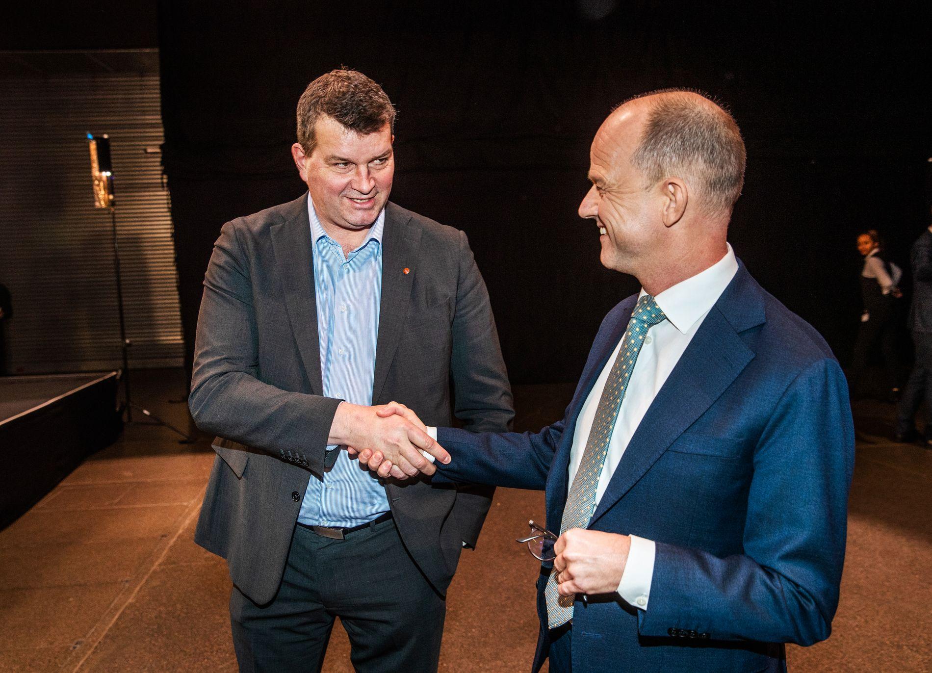 INGEN STREIK: LO-leder Hans Christian Gabrielsen og administrerende direktør i NHO, Ole Erik Almlid kan puste lettet ut etter at meklingen mellom de to partene er overstått.