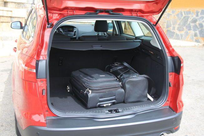 MINDRE MEN TILSTREKKELIG: Selv om bagasjerommet på stasjonsvognen er litt mindre enn hos konkurrentene vil de aller fleste oppleve at det er nok plass.