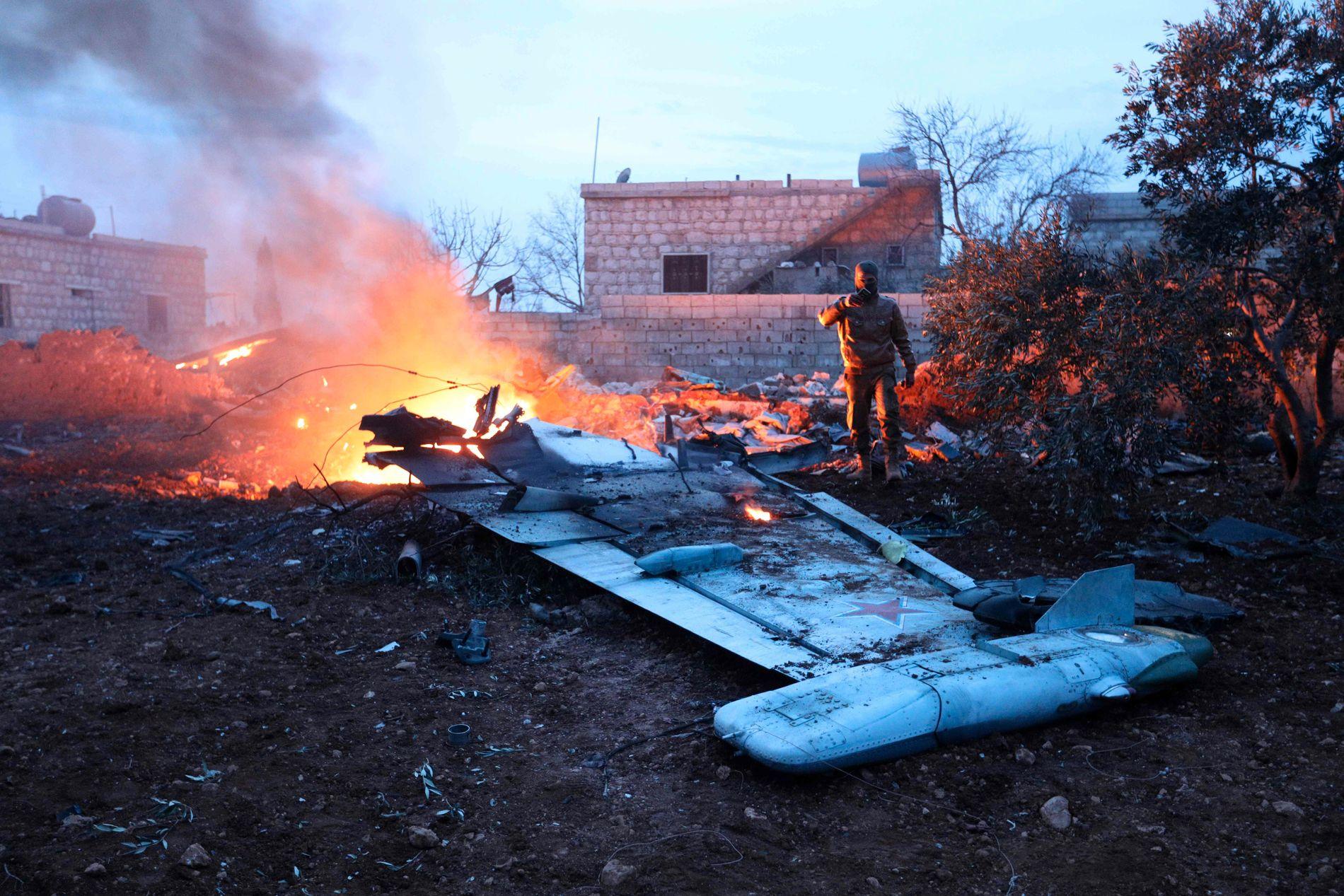 SKUTT NED: Bildet, som viser det nedskutte flyet, er tatt lørdag av Omar Haj Kadour, som VG har snakket med.
