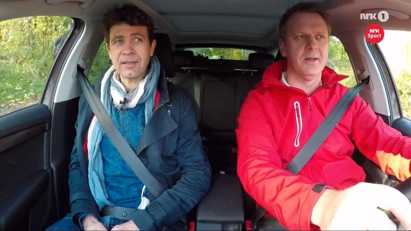NRK-REPORTASJE: Ole Einar Bjørndalen og Ole Kristian Stoltenberg ute og kjører i en reportasje på NRK1.