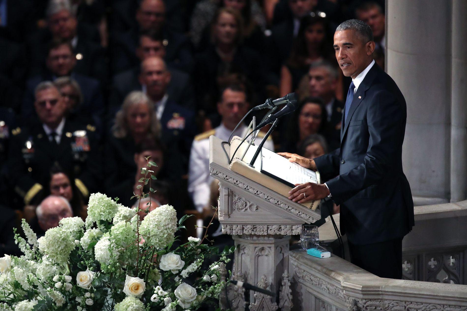 OVERRASKET: – Jeg ble trist da John McCain ringte meg og spurte om jeg ville tale i begravelsen hans, sa tidligere president Barack Obama.