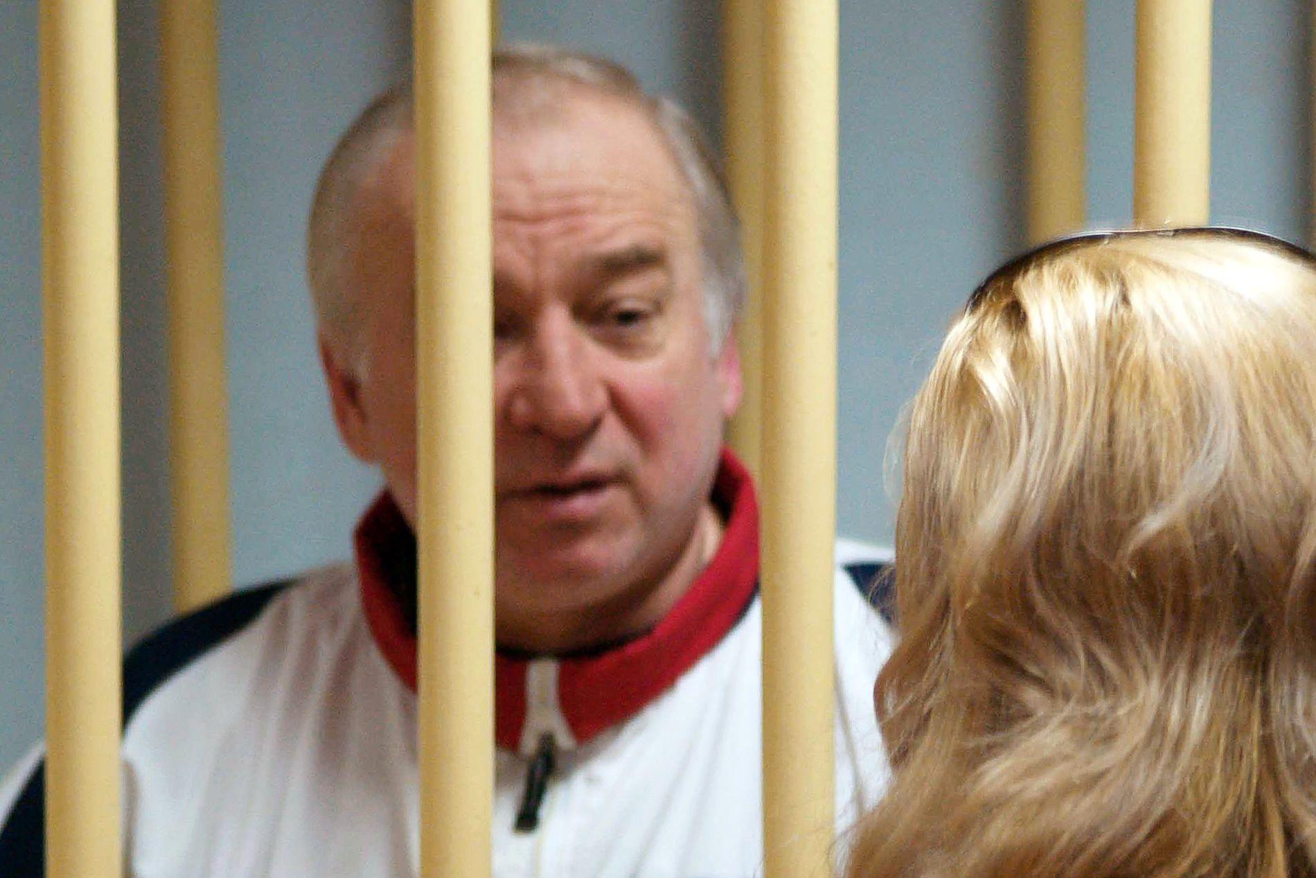 FORSØKT DREPT: Eksspionen Sergej Skripal og datteren ble funnet bevisstløs på en benk i Salisbury i mars. Britisk politi slo tidlig fast at den tidligere spionen og hans datter var utsatt for et attentat der det ble benyttet nervegift.