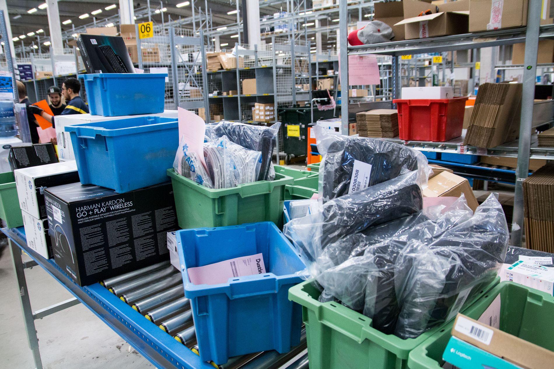 Stor menge: Antallet varer som ankommer lageret er imponerende, men de forsvinner nesten like fort ut igjen.
