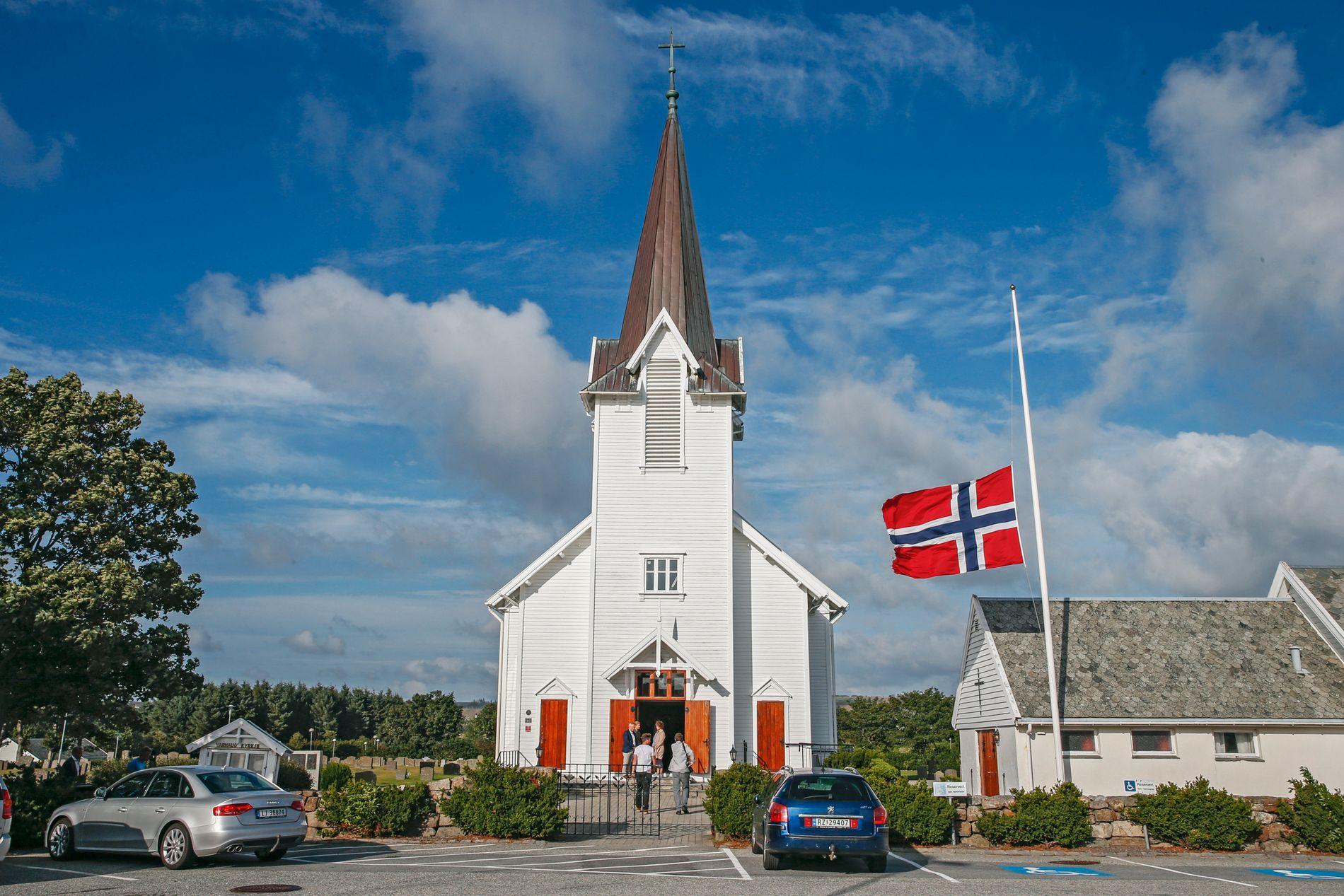 Folk var samlet i Varhaug kirke for å minne Sunniva Ødegård mandag kveld.