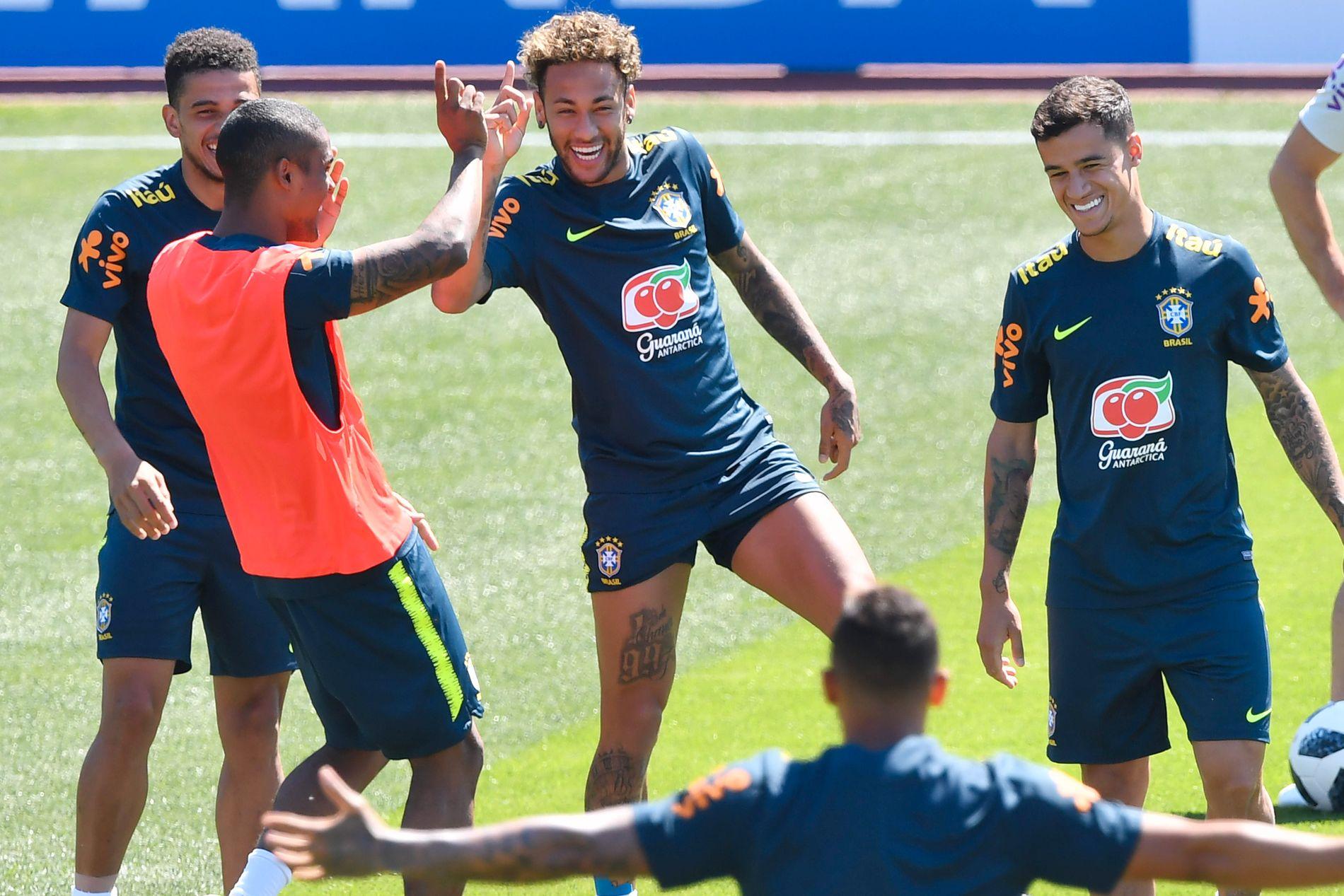 GLADE GUTTER: Neymar sammen med Taison (t.v.), Douglas Costa og Philippe Coutinho (t.h.)