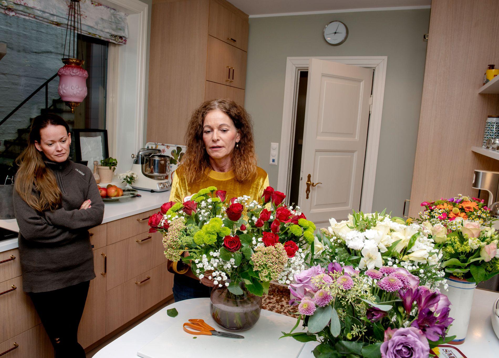 STØTTE AV DATTEREN: Kari Lossius er sjokkert over behandlingen hun har fått av sin arbeidsgiver Bergensklinikken. Men datteren Hanne Heszlein-Lossius er en god støtte.