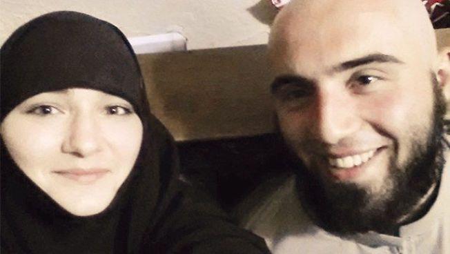 EKTEPAR: Abu Edelbijev (23) fra Fredrikstad, som reiste sammen med tiltalte, og Diana Ramazanova (18) fra Russland. Edelbijev ble drep i Kobani i desember. Kona Diana sprengte seg i luften i Istanbul i januar FOTO: PRIVAT