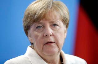 HOLDT MØTE: Den tyske forbundskansleren Angela Merkel holdt tirsdag et møte med Sveriges statsminister Stefan Löfven.
