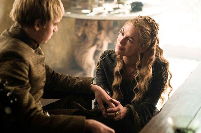 MORSROLLEN: Cersei Lannister med sin gjenlevende sønn, Tommen.