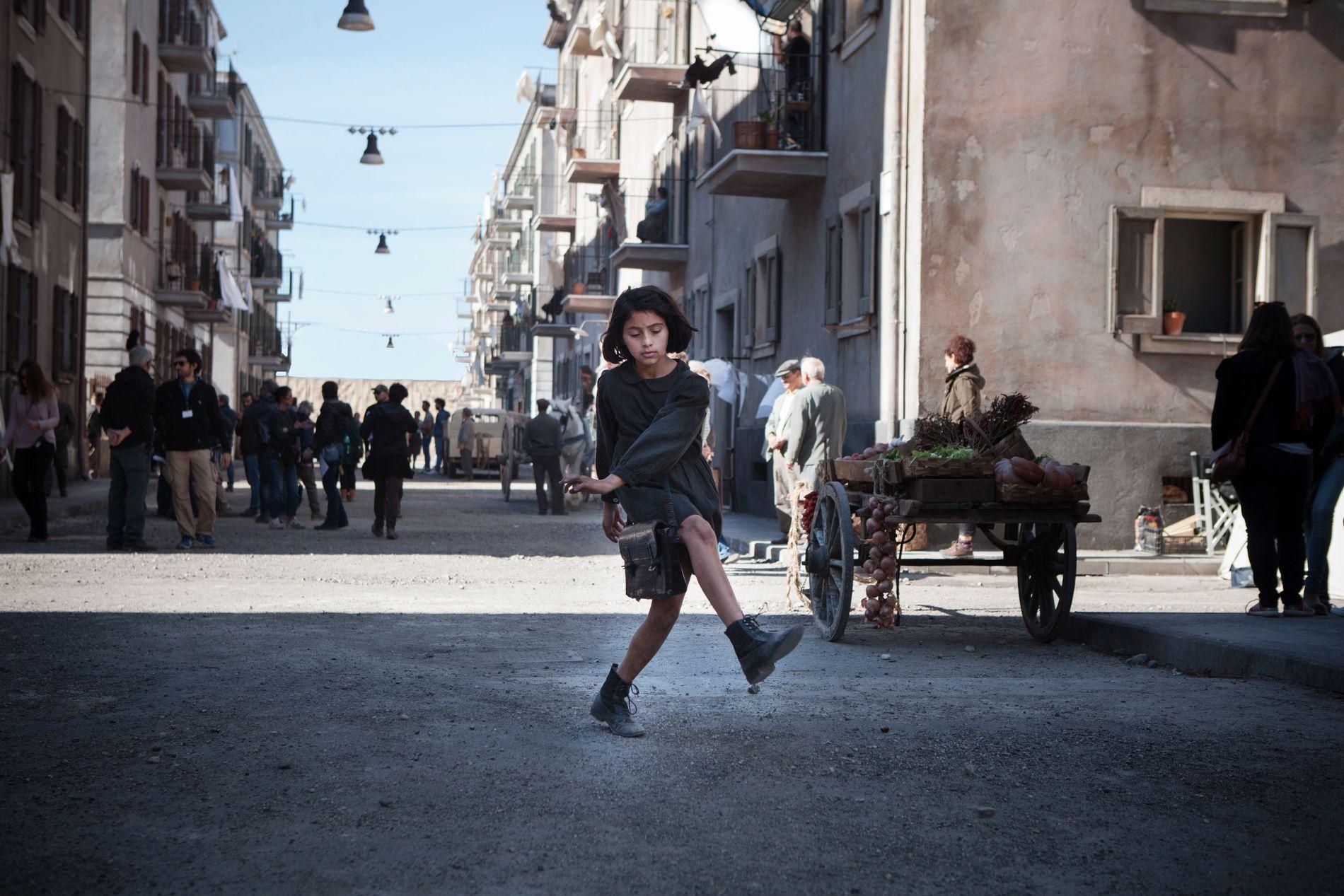 LILA:  Ludovica Nasti spiller den unge Lila - og VG fikk høre at hun bare ble kalt «The Boss» på settet. Selv gjennomgikk hun cellegiftbehandling på grunn av leukemi som fireåring, og regissør Constanzo mener hun og de andre jentene som spiller Elena og Lila har lært ham å bli en bedre mann.