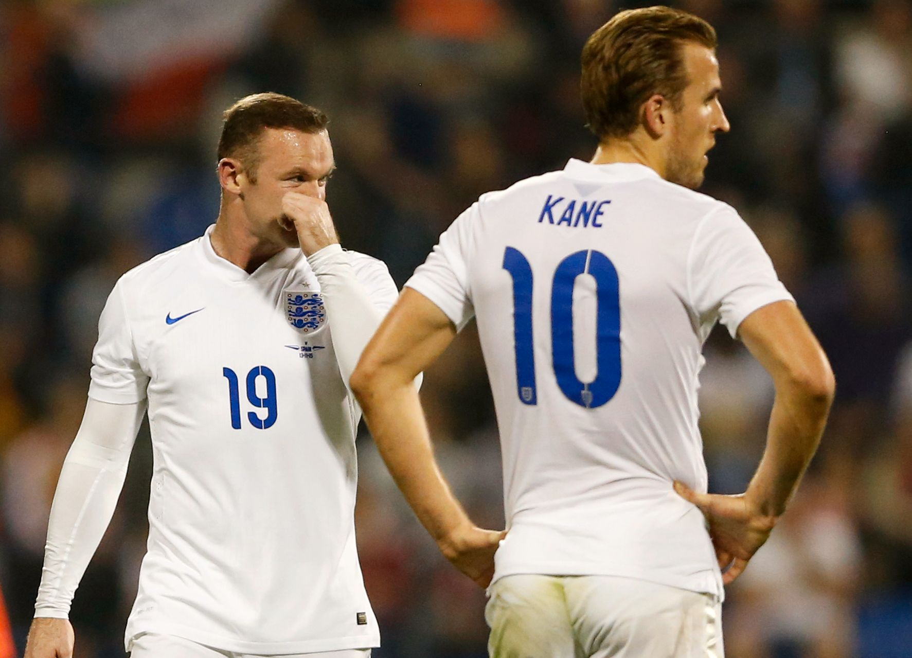 Wayne Rooney, her sammen med Harry Kane under en kamp mot Spania november 2015.