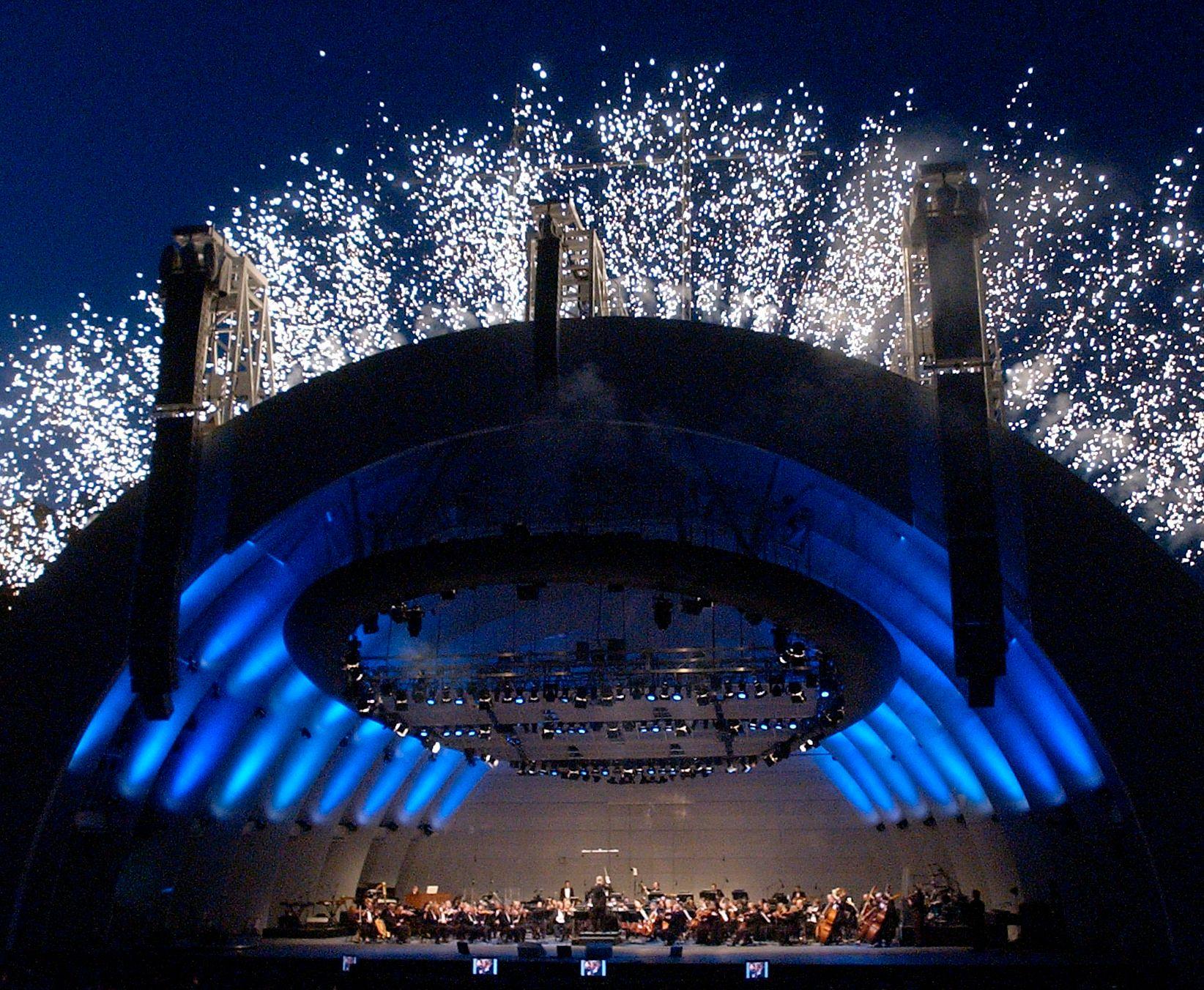 KYGO-VENNLIG: Slik så det ut da The Hollywood Bowl Orchestra innviet konsertstedets nyrenoverte scene i 2004. Foto: AP