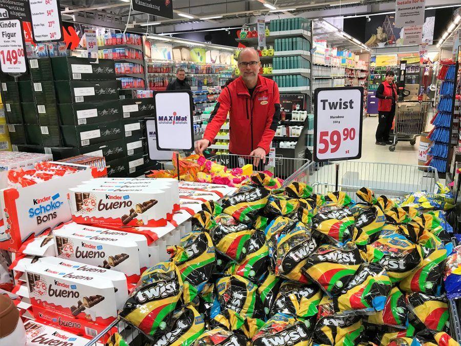 SEN PÅSKE: Butikksjef Ole Jørgen Lind på Maximat Nordby Kjøpesenter forbereder seg til rekordpåske. Her avbildet ved en tidligere anledning.